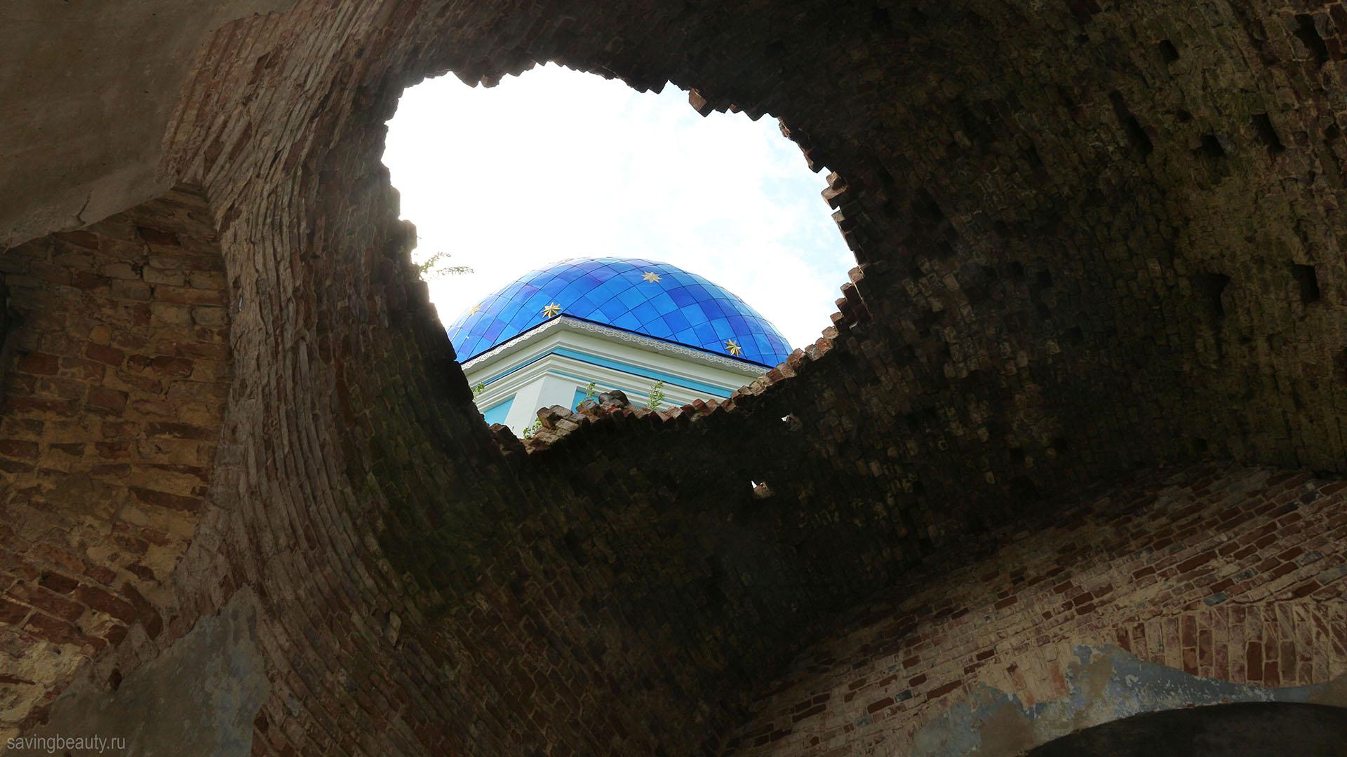 Пробитая крыша Казанского храма в Каменке