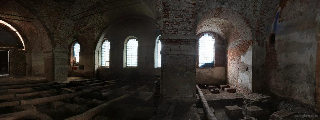 Внутри Архангельской церкви
