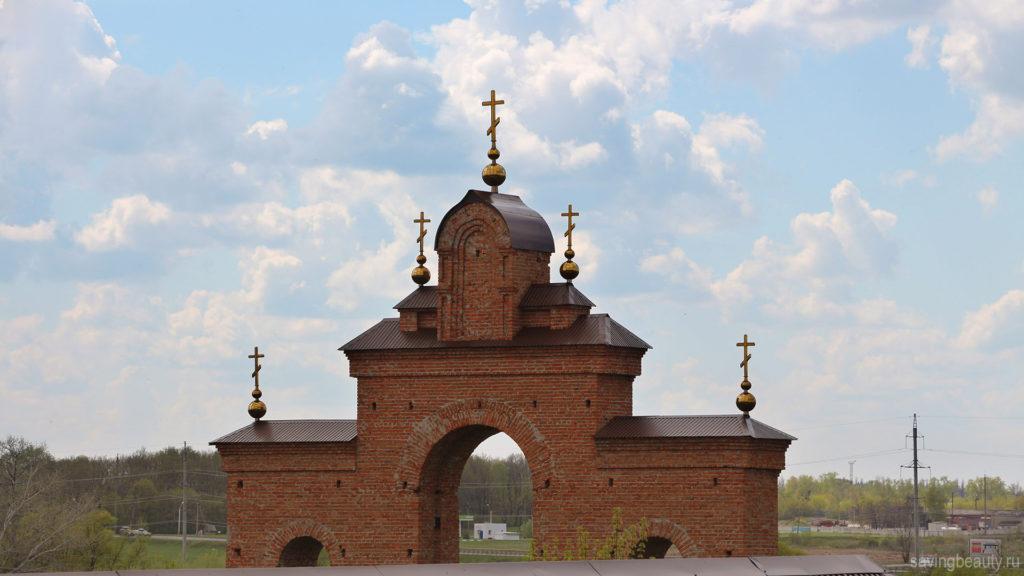 Главные врата обители (Раненбургский монастырь)