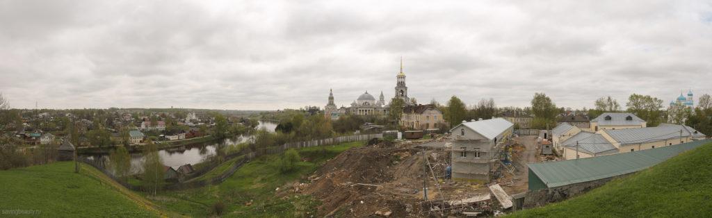 Вид на Борисоглебский монастырь с кремлёвского вала