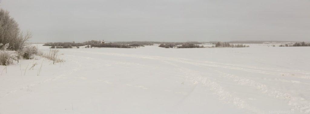 Вид на зимнюю Александровку и Никольскую церковь